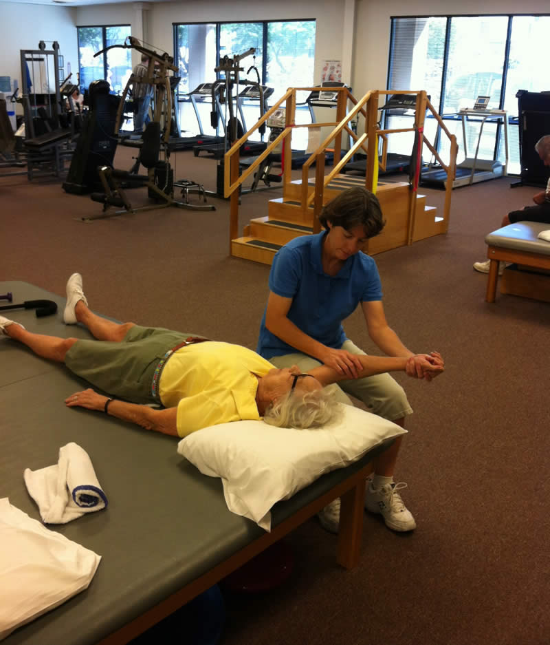 Physical Therapist, Lori Linville-Petrik, working with a patient at Paragon Physical Therapy and Rehab in Bullhead City